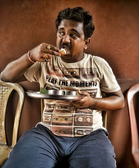 "While some of us are busy 'Dieting'... A few others believe in ""DIE-EATING"" 😄 People Food Local Street Photography PhonePhotography Foodlove Kolkata Sitting Streetfood"