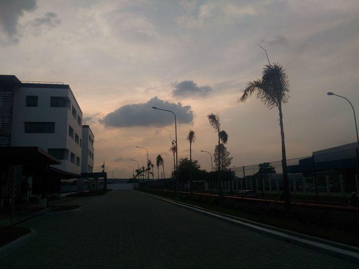 Hi! Hello World Sky And Clouds Intheevening INDONESIA Sky Justshoot Enjoying Nature Enjoying Life Beautiful Nature