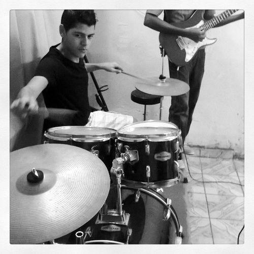 Bom dia Instafeliz InstaDrum Drummer M ôRaphaelaJoyceVikaSafadaRashtegueusuasuasua.. tá bom parei.