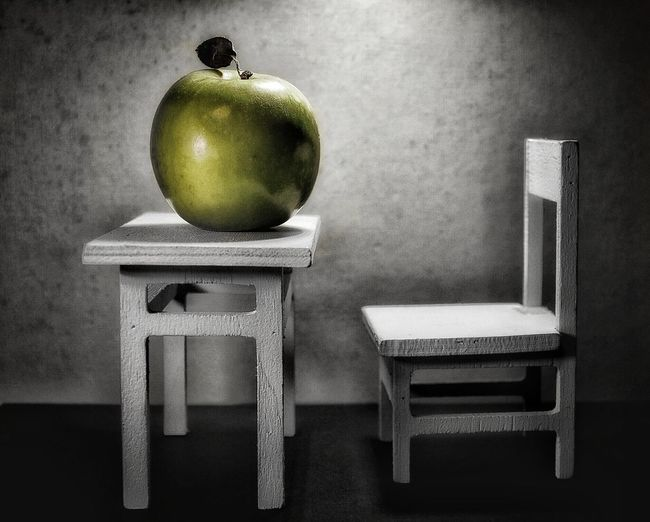 Isaac Newton & An Apple Will Stay Closed For Last Longer Because Of The Idea On Gravity.. Chair Freshness Healthy Eating Home Interior Apple Green Apple Still Life Still Still Alive Minimalism Minimalist Photography  Minimalistic Minimalist Bnw_collection Isaac Newton & an Apple will stay closed last forever because of the idea on Gravity..