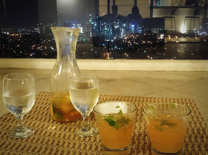 Chilling out. Small talks with a carafe of mojito. Good view. Perfect way to enjoy the night. We love it. 😍😊😃 Whereinmanila Relationshipgoals
