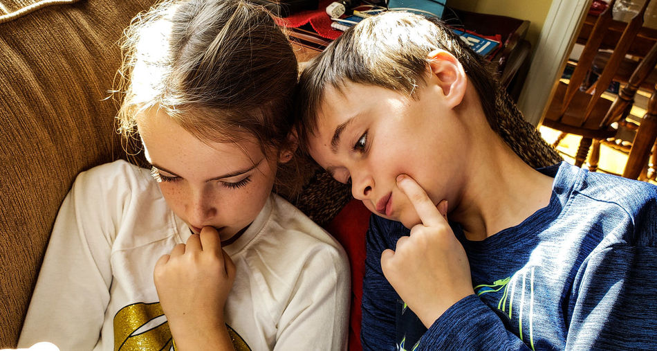 Twins using same gestures watching a video on their mobile. Twins Fraternal Twins Boy Girl Brother And Sister Gestures Emotions Family Family Time Sitting Together Watching Watching A Movie Watching Videos . Kids Kids Having Fun Kids Being Kids Fun Cute Love Resting FamilyTime Thinking Out Loud Children Playing Family Child Bonding Childhood Togetherness Love Family Bonds