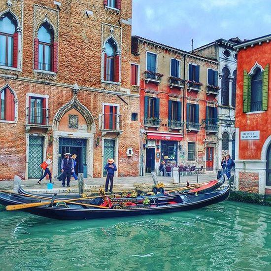 Venezia Istanday Istatime Instagram Instalife Instalike Istancoll Italystyle Italy Lyfetime Lifestyle Life Picoftheday Sea Gondola Follow Followme Tag