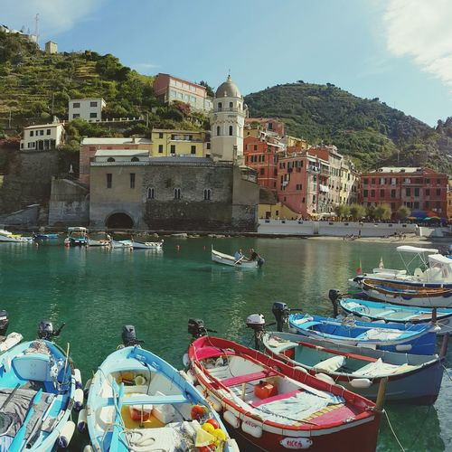 Beautiful, enchanting Vernazza... Liguria Pastel Power Santa Margherita Church La Spezia Cinque Terre Harbour View Fishing Village Boats Perfect Day Rowboats UNESCO World Heritage Site Sunny Watertaxis Seaside Town Coastal Life Feel The Journey Original Experiences Colour Of Life Miles Away Your Ticket To Europe