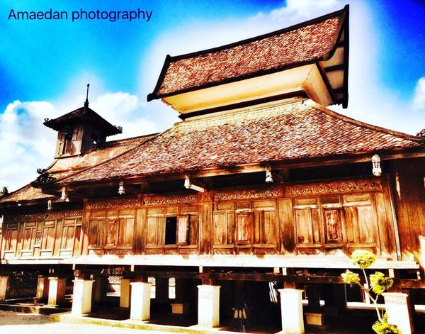 Taloh Monoh Masque is more than 300 years old and is built in a traditional thai style that was influenced by Chinese and malay art Architectural Detail Architectural Feature Architecture_collection Building Exterior Building Historic Iphoneonly Iphone6plusphotography Mosque 300 Years Old Narathiwas S. Thailand We❤️thailand
