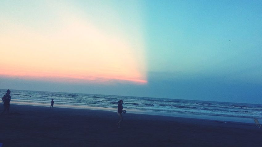 Cielo partido. Sea Beach Horizon Over Water Beauty In Nature Water Scenics Nature Tranquil Scene Sky Sand Outdoors Sunset