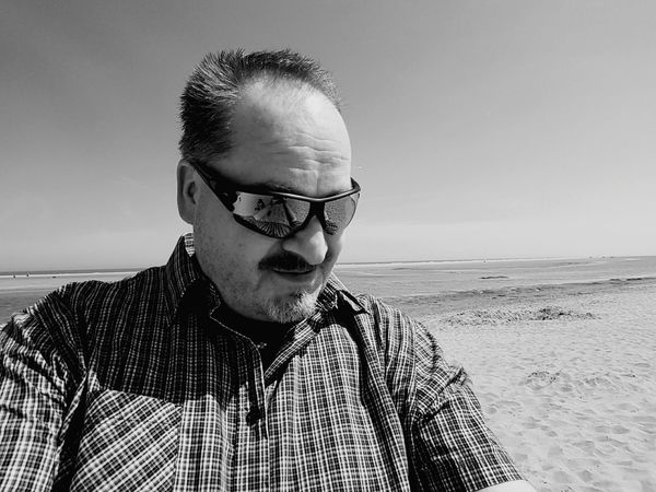 Me, myself, the beach and I EyeEm Selects Portrait Sea Men Headshot Eyeglasses  Front View Retro Styled Sky Close-up