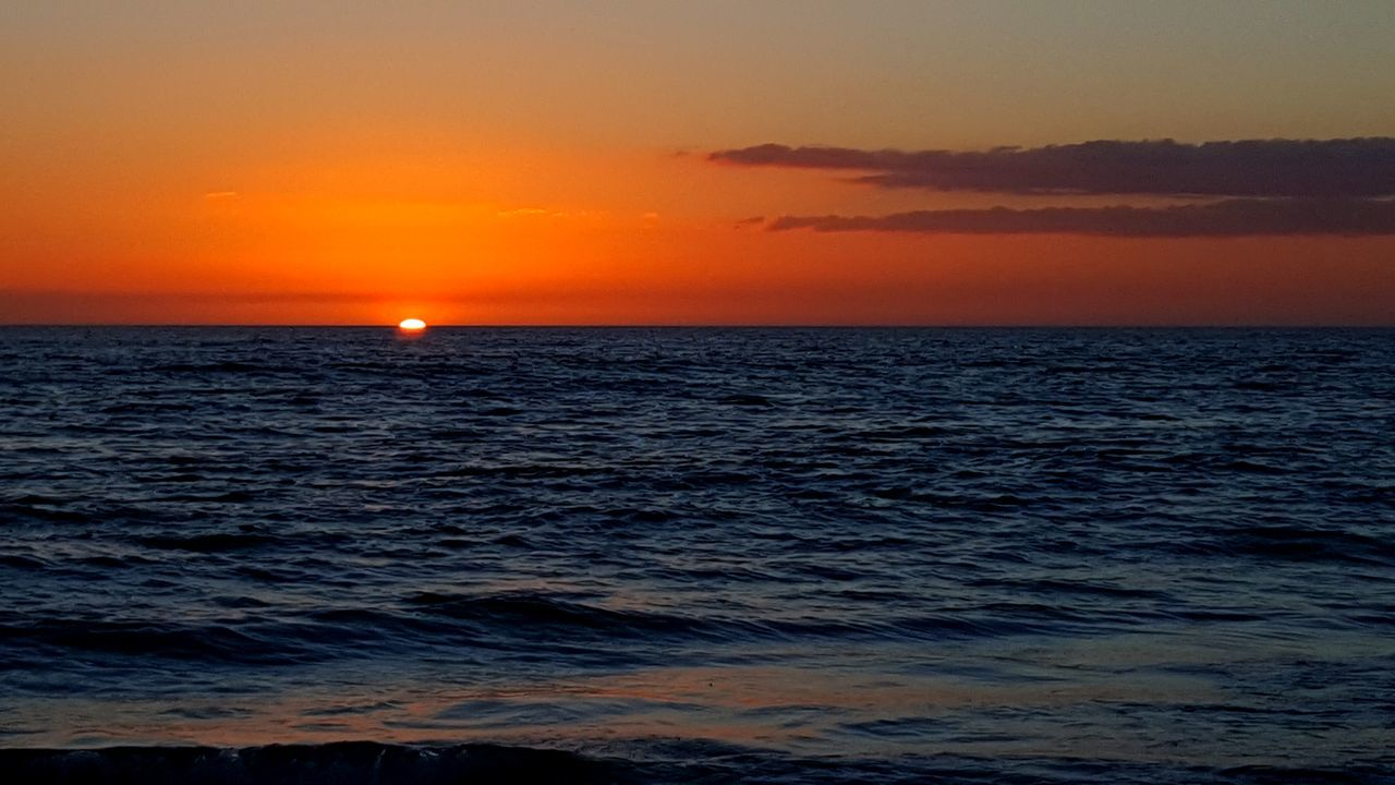 sunset, sea, scenics, beauty in nature, nature, tranquil scene, horizon over water, orange color, water, tranquility, sun, sky, idyllic, dramatic sky, beach, no people, outdoors, reflection, rippled, silhouette, travel destinations, wave