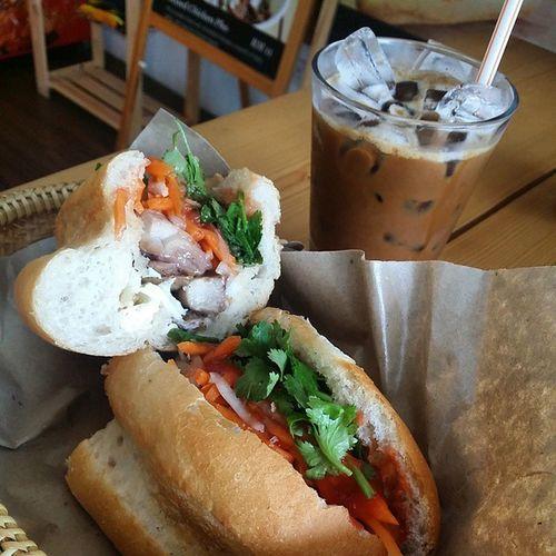 O Ga -baguette w teriyaki chic, egg, pickled carrot and daikon