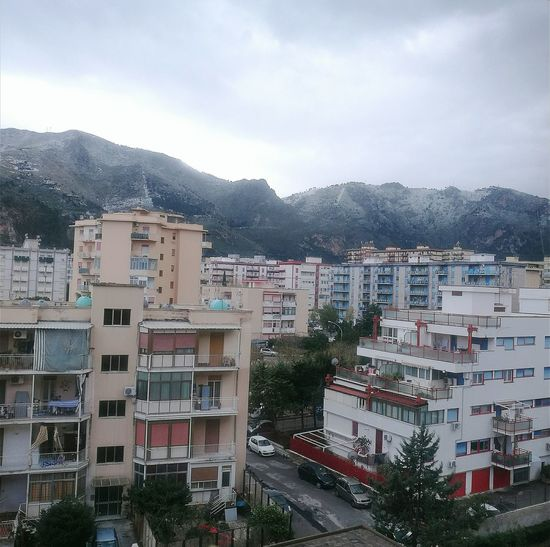 Neve a Palermo! Montagne Innevate Friddurinivi Palazzi Window View Palermo, Italy