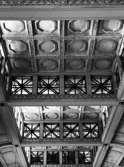 Architecture Perspective Pattern Geometric Shape Heptagon No People Day Architecture Built Structure Indoors  Black And White Monochrome Retiro Train Station Roof Detail Squares