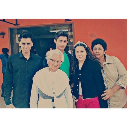 A foto não é das melhores, não à palavras pra descrever o quanto amamos você. Mas o que realmente é importante, é estar ao lado da sua mãe! TE AMO ♥ Felizdiadasmaes Amomuito