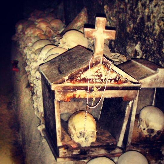 'O campusant d'e Funtanell Cimitero delle Fontanelle , rione Sanita , Napoli Cimiterofontanelle Rionesanità Neapolis Ossario Teschi