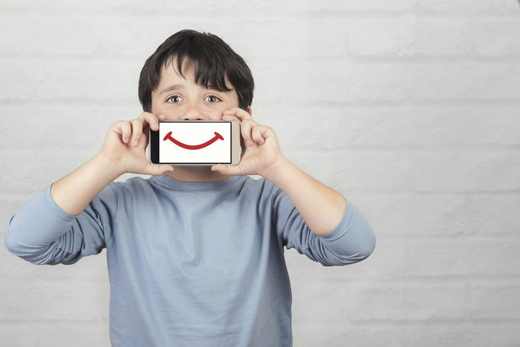 Portrait Child Smile Smiling Smiling Face Phone Mobile Phone Smartphone Communication Telephone Connection Call SMS Technology Cyber Space Lifestyle Expression Happy Happiness Conversation Portable Parental Control Parents Connect