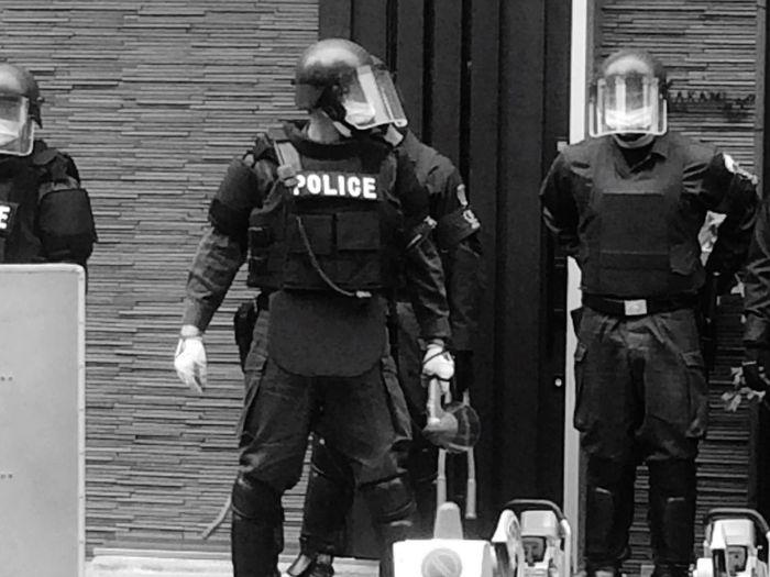 ヤクザ事務所強制捜査前 警察 Police ヤクザ 機動隊