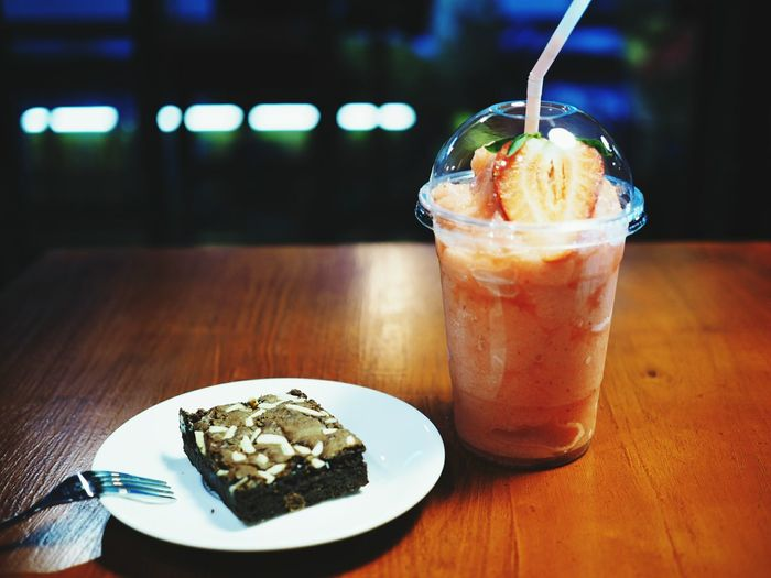 Peaceful Thailand🇹🇭 Bangkok Thailand. Olympus Om-d E-m10 Brownie Delicious Strawberries ♡ Smoothie