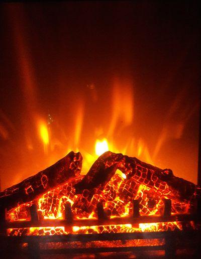 Gemütlich Gemütlichkeit Einfach So :) Wärme Kamin Fireplace Kaminfeuer Kaminholz Heat - Temperature Erupting Lava Volcano Flame Danger Power In Nature Night No People