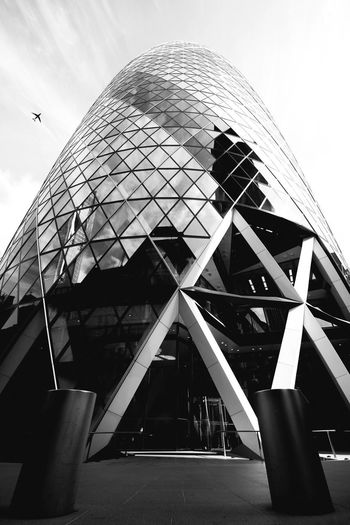 EyeEm Best Shots London Sky And Clouds United Kingdom Airplane Architecture Building Exterior Built Structure City Day Gherkin Low Angle View Modern No People Outdoors Sky Skyscraper Travel Destinations