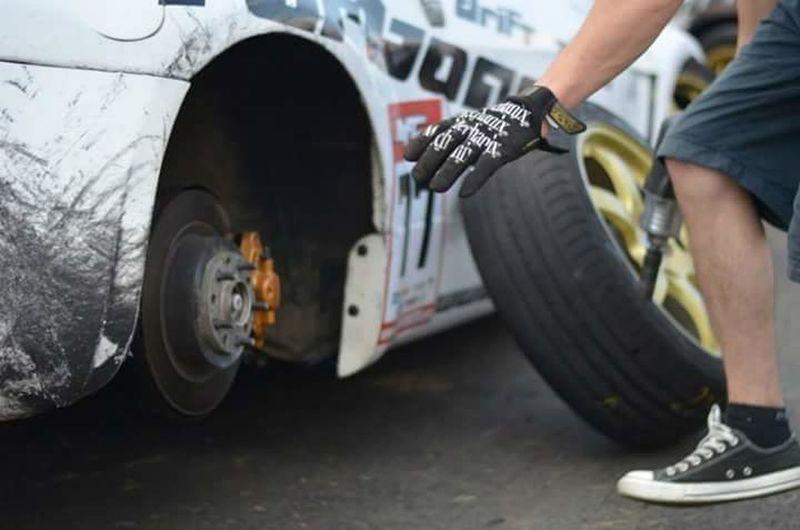 Photography In Motion Reisbrennen 2013 drift wheels rims hand glove change hurry