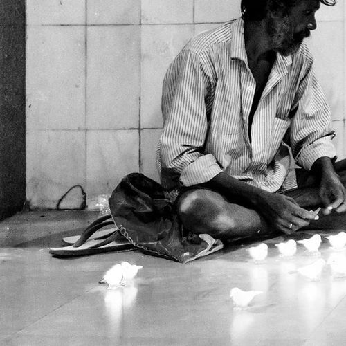 'Poverty is just a word' Anyone can do anything for their living rather than begging! This is Mumbai!! -Pic 4 of 6- Check my Instagram account for combined view