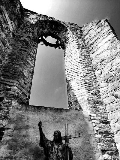 Blackandwhite Black & White Unforgettable ♥ Ruins Architecture Ruine Unforgettable Moment UnderSea History Sky Old Ruin