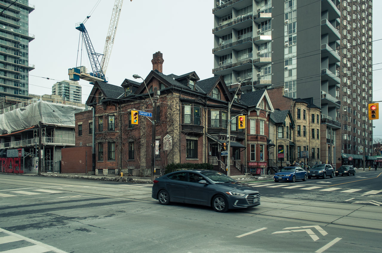 building exterior, architecture, built structure, car, city, transportation, land vehicle, street, mode of transport, outdoors, day, residential building, clear sky, no people