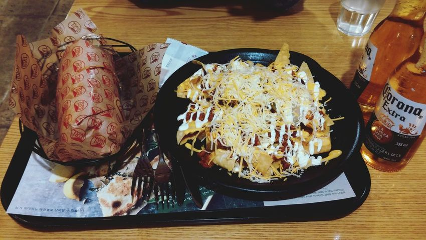 Delicious Nachos Burito  Corona 치킨 부리또 + 칠리치즈나쵸 + 코로나 / 덕분에 호강합니다~♥