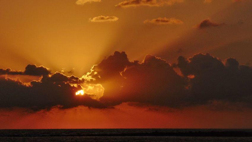 Lanzarote Canarias Islascanarias Canaryislands Photography Photo Fotografia Foto SPAIN España Landscape Pictures Sunrise Sunset Dramatic Sky Sunlight Sunbeam Dark Seascape Ocean Sea Sunset Outdoors Night No People Nature Lava Water Sky Beauty In Nature