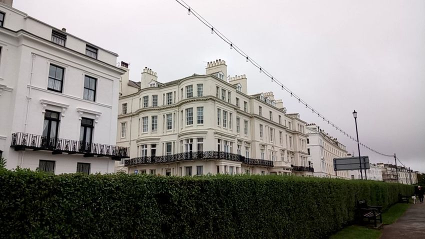 Filey Seafront Building White Building Yorkshire Seafront Street Hedge