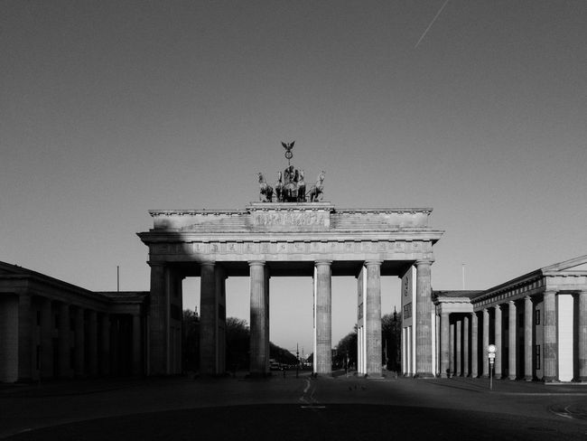 Brandenburg Gate early in the morning without any folks Brandenburger Tor Berlin-Mitte Pariser Platz Architectural Photography Bnw Architecture Architectural Column Built Structure Statue Travel Destinations City Gate History Monument Travel Tourism Sculpture Clear Sky Outdoors Building Exterior Low Angle View Triumphal Arch Sky Day City No People