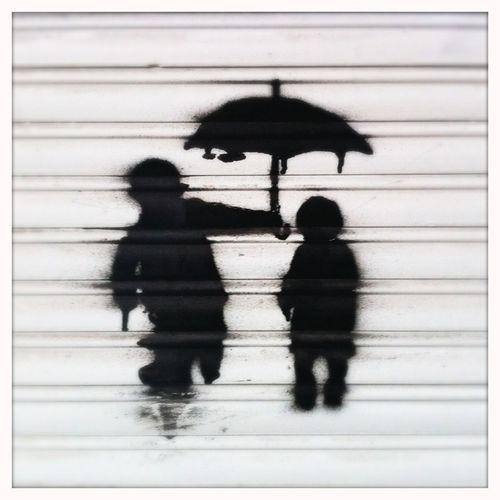 Streetart Berlin Streetart Only Happy When It Rains Writing On The Walls