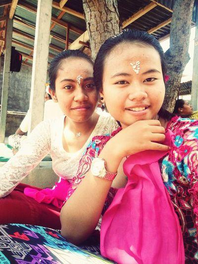 Prayday Purnama Pray Balinese GadisBali
