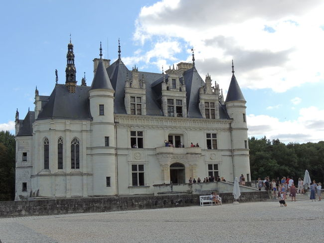 Chenonceau Chenonceaux Chenonceau Castle Loire Loire Valley Loire River France Architecture Built Structure Building Exterior Sky Building Cloud - Sky Place Of Worship Religion Nature Spirituality Belief Group Of People City Day Tower History The Past Outdoors Spire