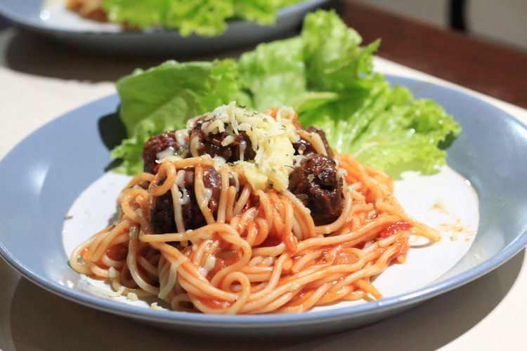 Food Food And Drink Ready-to-eat Plate Pasta Freshness Italian Food Healthy Eating Close-up Serving Size Wellbeing Indoors  Vegetable No People Focus On Foreground Still Life Meal Indulgence Table Spaghetti Herb Garnish Temptation Crockery