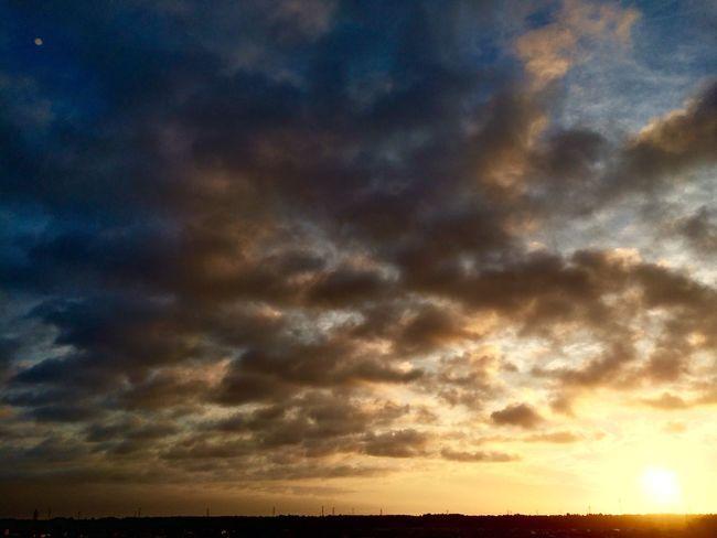 今朝も頂上から。 西は雲が多く富士山は見えなかった。 明日からまた雨だとか… IPhoneography Clouds And Sky Sunrise