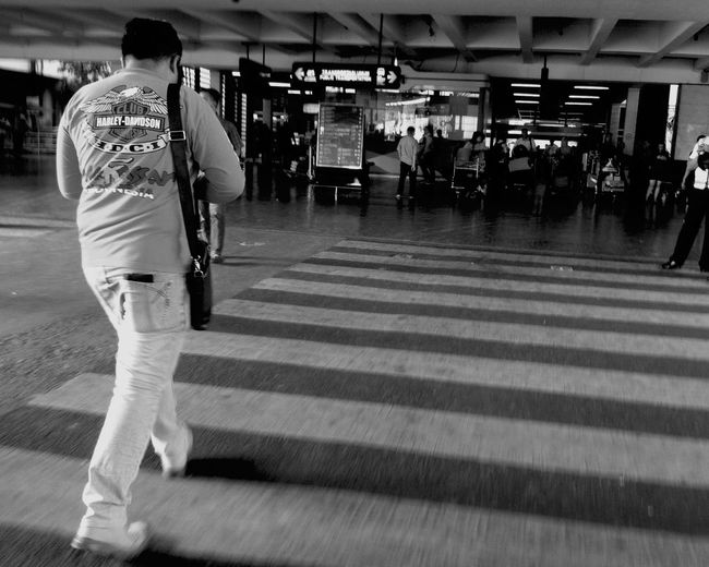 Walking Around _ Streetphoto_bw Urbanphotography