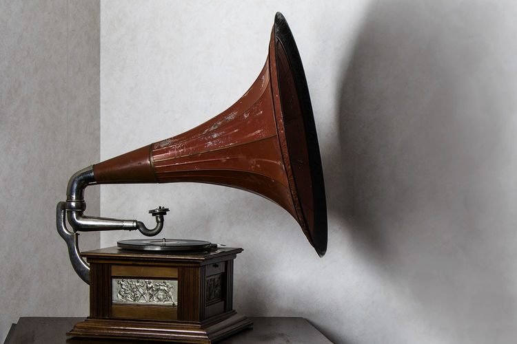 Antique Classic Close-up Drastic Edit Exceptional Photographs First Eyeem Photo Funnel Gramophone Gramophone Gramophone Record Hello World Indoors  Lieblingsteil Music No People Old Old-fashioned The Week Of Eyeem Turntable