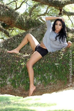 @melvinmaya @mmpstudios_com Beautiful Houston Houston Texas Texas Trees barefoot Beautiful Woman Beauty Beauty In Nature Black Hair Front View Full Length Gorgeous Lifestyles Nature Outdoors Portrait Summer Sunlight Tree Women Young Women