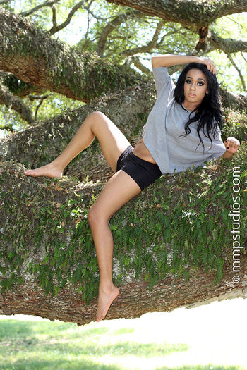 @melvinmaya @mmpstudios_com Beautiful Houston Houston Texas Texas Trees barefoot Beautiful Woman Beauty Beauty In Nature Black Hair Front View Full Length Gorgeous Lifestyles Nature Outdoors Portrait Summer Sunlight Tree Women Young Women