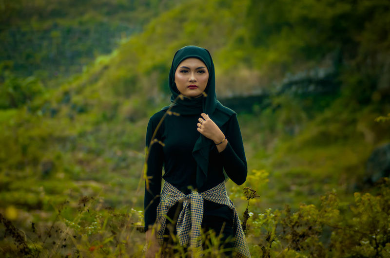 Muslim hiker take a photo with hijab