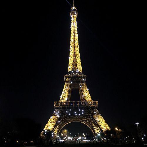 Travel Destinations Paris Paris, France  Eiffel Tower Travel EyeEmNewHere EyeEmNewHere Neighborhood Map