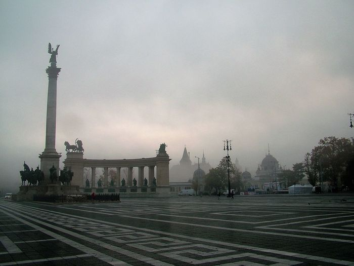 Autumn Budapest City Fog Hungary Hősök Tere Morning