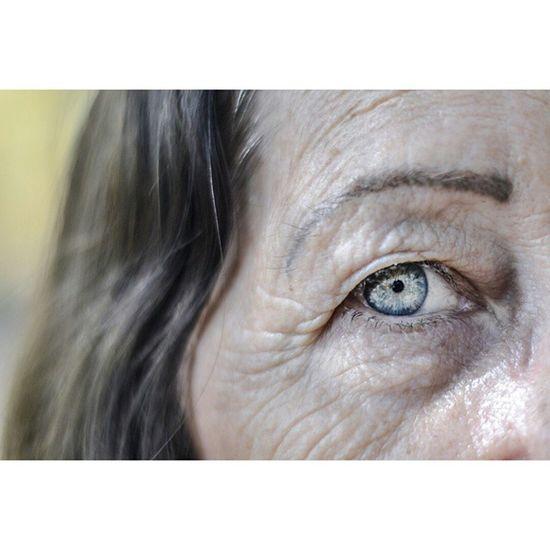 Mãe. Photo_feed Parededevidro Fotoxigenio Nikon_photograph Nikontop @nikontop @instagram Instasize Achadosdasemana Pic Visualsoflife Visuals4all Vscocam Visualbrasil Mãe Olho Eyes