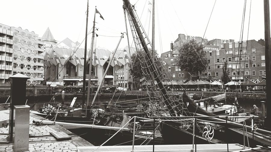 Daytrip to Rotterdam 🇳🇱 Rotterdam Netherlands Oude Haven Holidays Autumn Blackandwhite Kubushouses Architecture Outside Boats Port