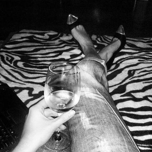 Hello my friday night Heels Wine Documentary Shoes Gaga Terryrichardson Zebra Fuck Peterpan PeteDoherty TheLibertines Rock Weirdo Crazy Black Blackandwhite Photo Photooftheday Shot White