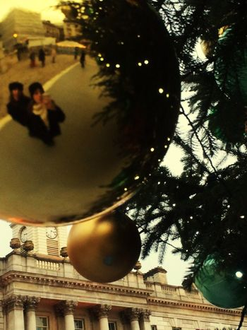 PAZZADELNATALE 🎅🏼☃❄️ Mancapoco Christmas Tree ChristmasAtmosphere Christmasballs Kingscollege Mylove 💨