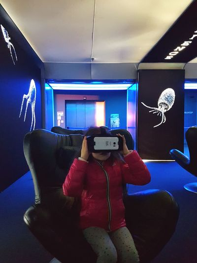 Girl with virtual reality device Virtual Reality Virtual Reality Simulator Virtualeyes VirtualReality Virtual Reality Headset Travel Destination Girl Aquarium Funny Moments Technology Wireless Technology Communication Portable Information Device Indoors  Holding Arts Culture And Entertainment Device Screen One Person