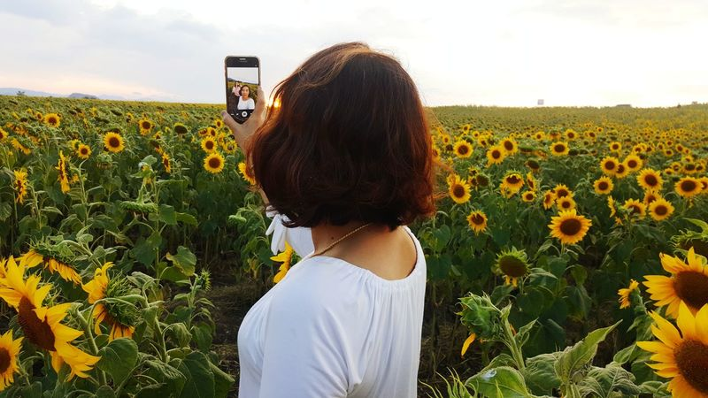 selfie EyeEm Selects Field Communication Portable Information Device Adults Only Growth Only Women Photographing People Rural Scene Mobile Phone Photo Messaging Flower