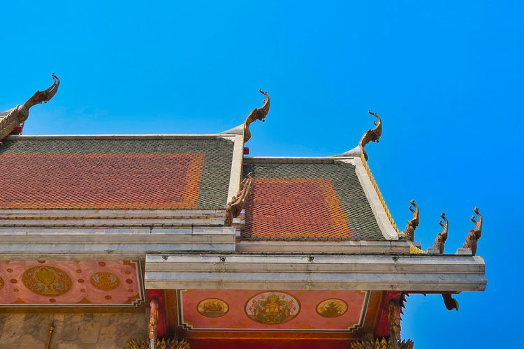 High section of wat hua lamphong against clear sky