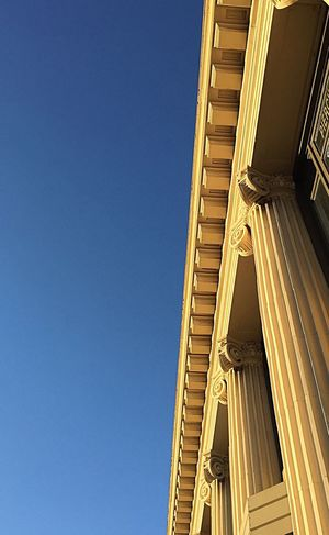 Afternoon light on classical style building Building Exterior Afternoon Warm Glow Detailsofdecay Details Textures And Shapes Minimalism The Graphic City